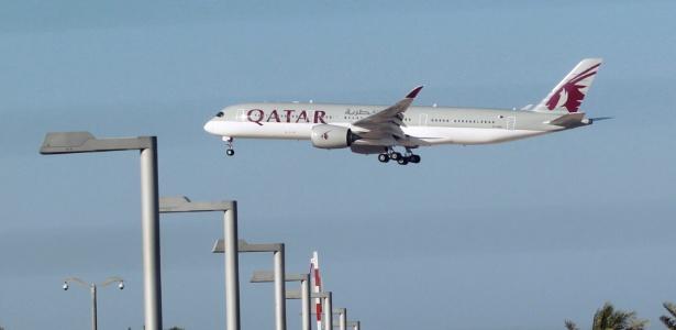 5.jun.2017 - Avião da Qatar Airways é visto em Doha, Qatar