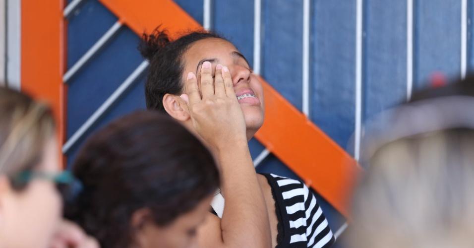 12.nov.2017 - Candidata lamenta o fato de ter perdido a segunda etapa do Enem, no campus da Unisuam, em Benfica, na zona norte carioca