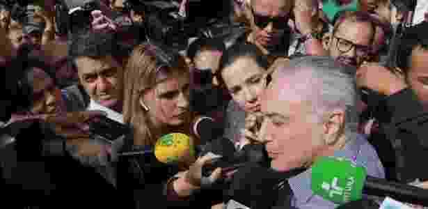 Presidente Michel Temer (MDB) comparece no local do desabamento de prédio, em SP, mas é vaiado pela população - Valentin de Souza/Fotoarena/Estadão Conteúdo