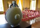 Vendido jarro de porcelana chinesa do século 18 por 4,1 mi de euros em leilão na França (Foto: Guillaume Souvant/AFP)