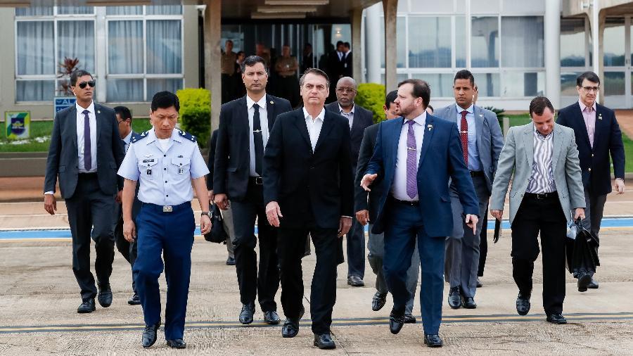 17.mar.2019 - Presidente da República, Jair Bolsonaro, embarca na base aérea de Brasília para Washington, nos Estados Unidos - Alan Santos/Presidência
