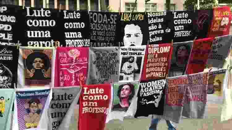 Camisetas à venda durante manifestação contra cortes na educação misturam temas da esquerda com apoio a professores - Marina Lang/UOL