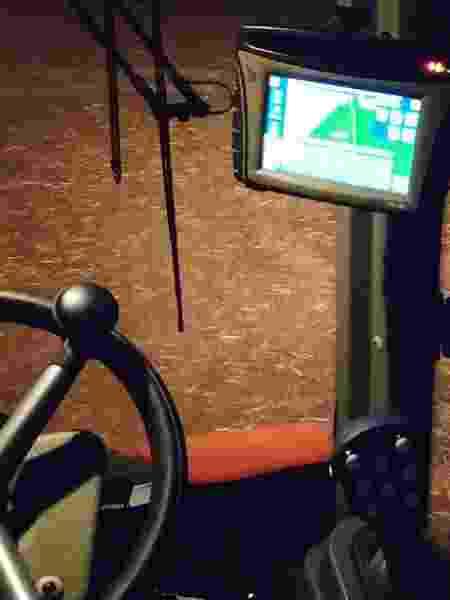 Exemplo de GPS usado em veículo de agricultura de precisão - Acervo pessoal