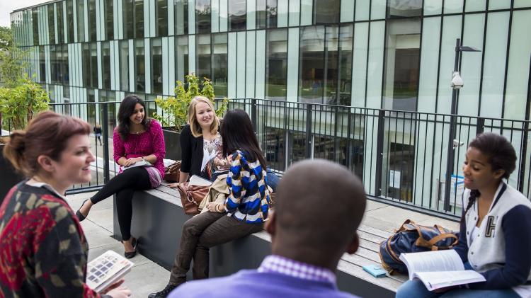 Área comum da Escola de Negócios da Universidade de Kingston - Divulgação