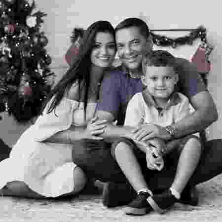 O vereador Cabo Porto com a mulher, Thatianni Vasconcelos e o filho João - Reprodução/Facebook
