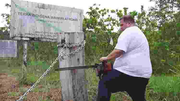 Deputado Jeferson Alves (PTB) quebra corrente que protegia a Terra Indígena (TI) Waimiri-Atroari, em Roraima - Reprodução - Reprodução