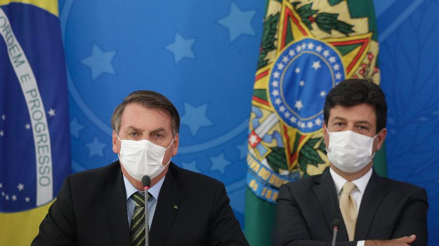 O presidente Jair Bolsonaro (sem partido) e o ministro da Saúde, Luiz Henrique Mandetta, durante coletiva sobre a pandemia de coronavírus - Dida Sampaio/Estadão Conteúdo