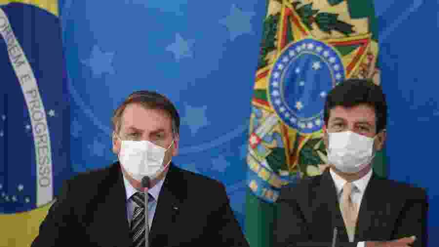18.mar.2020 - O presidente Jair Bolsonaro (sem partido) e o ministro da Saúde, Luiz Henrique Mandetta, durante coletiva - Dida Sampaio/Estadão Conteúdo