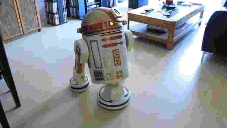 Matthew Scott Hunter mostra em vídeo no YouTube seu aspirador de robô como R2-D2 de Star Wars - Reprodução/YouTube