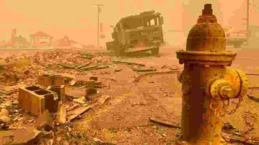 Caminhão de bombeiro é destruído por queimada próximo a cidade de Detroit, no Oregon - Oregon Department of Transportation