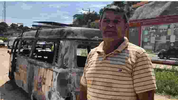 4.dez.2020 - Artur Xavier, 50, e sua Kombi, que foi incendiada por bandidos em Belford Roxo (RJ) - Arquivo pessoal - Arquivo pessoal