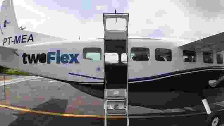 Embarque é feito pela porta traseira do avião - Alexandre Saconi/UOL - Alexandre Saconi/UOL