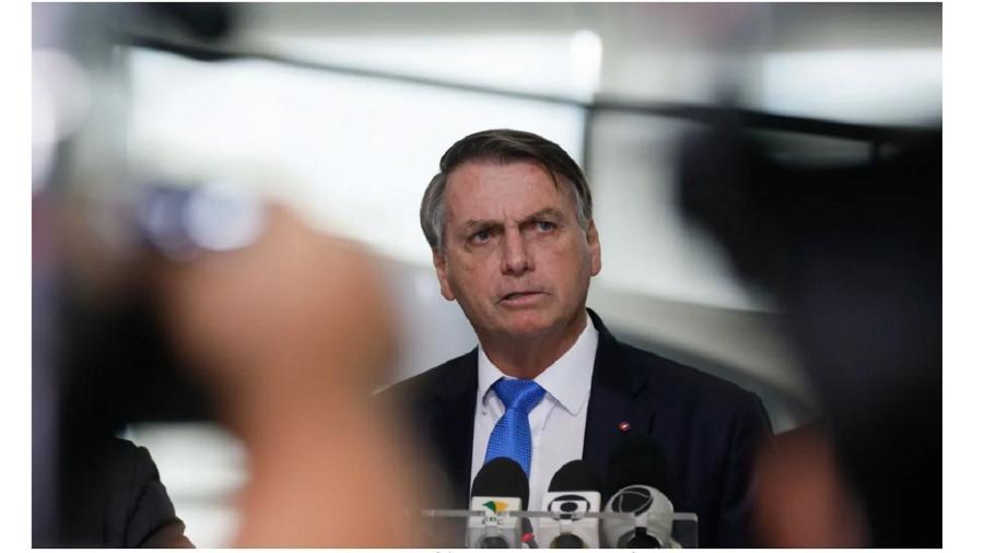 Bolsonaro afirmou que ele e os militares da força terrestre atuam dentro dos limites da Constituição - Por Eduardo Simões