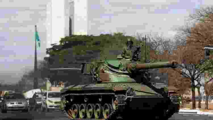 Desfile militar durante apreciação do voto impresso no Congresso em 10 de agosto: presidente alimenta ambiente de tensão - Reuters - Reuters