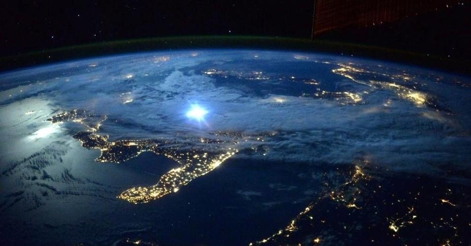 23.set.2015 - A iluminação elétrica se somou ao