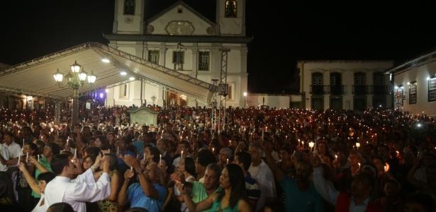 Moradores participam de missa de sétimo dia em homenagem às vítimas do rompimento das barragens - Danilo Verpa/Folhapress
