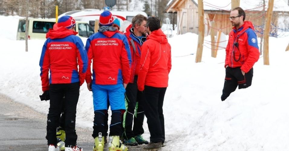 12.mar.2016 - Equipes de resgate finalizam operação após uma avalanche matar seis alpinistas neste sábado (12), na região do Monte Nevoso, Itália, perto da fronteira com a Áustria