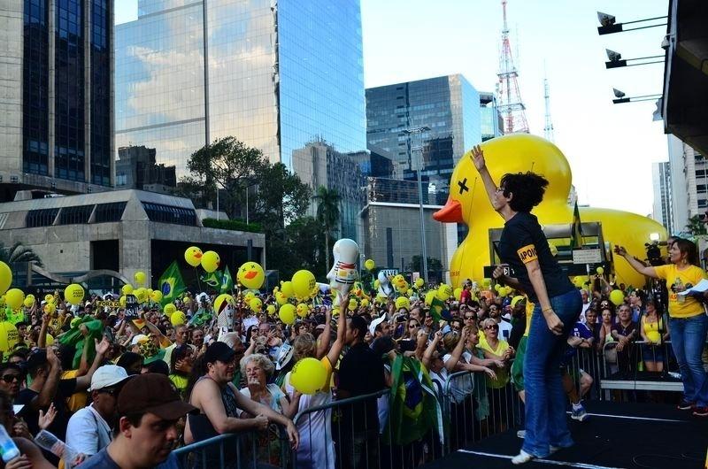 4.abr.2016 - Multidão protesta contra o governo da presidente Dilma Rousseff na avenida Paulista, região central de São Paulo (SP), no domingo (3). A imagem foi divulgada nesta segunda-feira (4). O ato foi organizado pelo movimento Vem Pra Rua, favorável ao impeachment da presidente