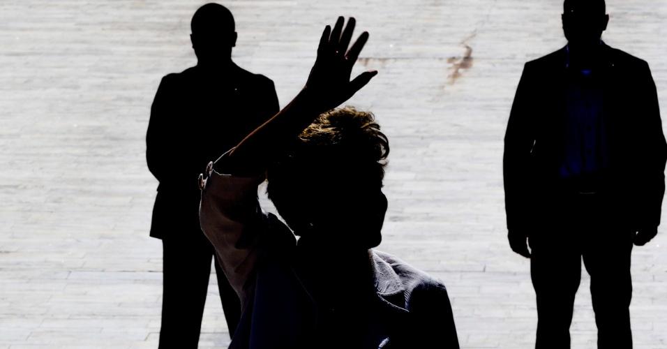 12.mai.2016 - A presidente afastada Dilma Rousseff faz pronunciamento em frente ao Palácio do Planalto, em Brasília, após decisão do Senado Federal que aceitou a admissibilidade do processo de impeachment