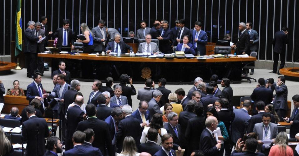 25.mai.2016 - Renan Calheiros (PMDB-AL) preside sessão do Congresso que aprovou a mudança de meta fiscal do governo Temer