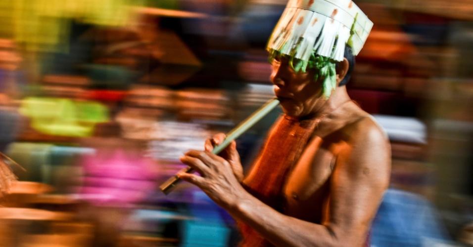 19.set.2016 - Índio colombiano da etnia Yagua participa do ritual