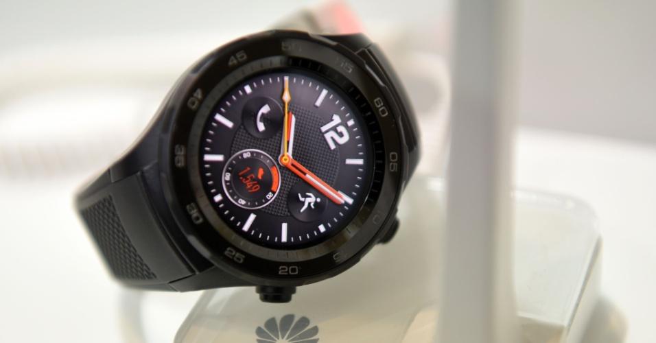 A chinesa Huawei lançou em Barcelona o Huawei Watch 2. O relógio vem com um suporte para um chip 4G que permite a sua utilização independente do relógio