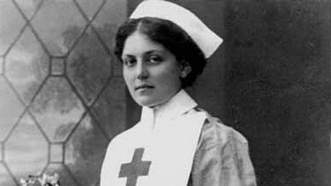 30.abr.2017 - Violet Constance chegou a trabalhar como enfermeira da Cruz Vermelha em uma das embarcações