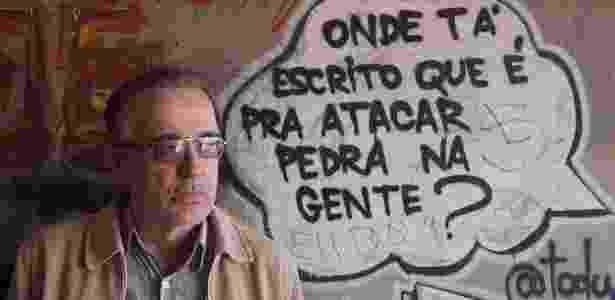 """O médico e escritor Luis Marra, autor do livro """"Crônicas do Crack"""", em Guaianases, zona leste de São Paulo, onde atende dependentes de drogas e álcool - Reinaldo Canato/UOL"""
