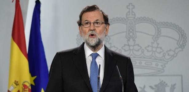 O primeiro-ministro espanhol, Mariano Rajoy, anuncia as medidas que serão tomadas pelo governo espanhol em relação à Catalunha, no Palácio de Moncloa, em Madri