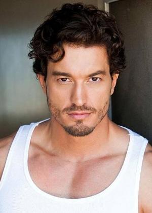 O ator e modelo brasileiro Thierre di Castro Garrito