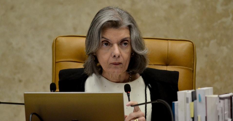22.mar.2018 - A presidente do Supremo Tribunal Federal (STF), ministro Carmen Lúciam, durante sessão no plenário da Corte, em Brasília, para o julgamento do habeas corpus do ex-presidente Luiz Inácio Lula da Silva