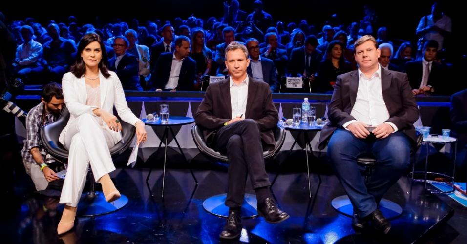 Os jornalistas Débora Bergamasco (SBT) Fernando Canzian (Folha), Diogo Pinheiro (UOL), que fizeram perguntas aos presidenciáveis