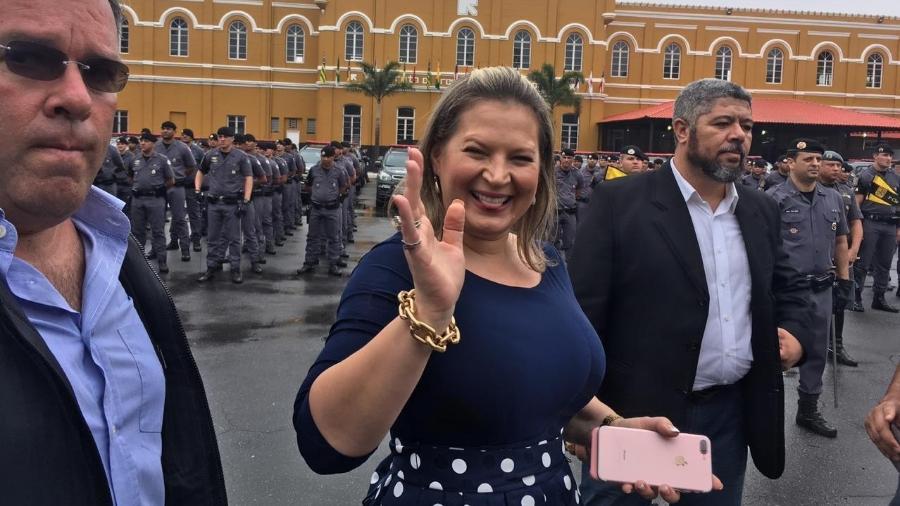15.ou.2018 - Joice Hasselmann em cerimônia de aniversário da Rota, em SP - Luís Adorno/UOL