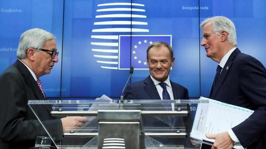 O presidente da Comissão Européia, Jean-Claude Juncker, o presidente do Conselho Europeu, Donald Tusk, e o negociador-chefe da União Européia, Michel Barnier após cúpula dos líderes da UE que formalizou o acordo para o Brexit  - YVES HERMAN/REUTERS
