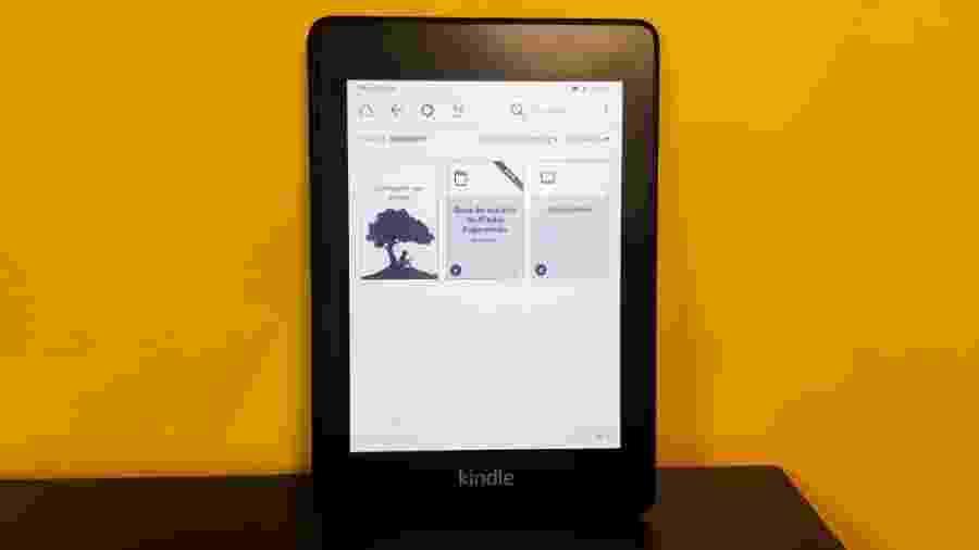 A tela do novo Kindle ficou bem mais iluminada para quem gosta de ler à noite sem incomodar o par - Fabiana Uchinaka/UOL