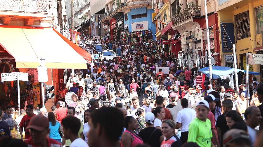 Rua 25 de Março, popular centro de comércio no Centro de São Paulo - Renato Cerqueira/Estadão Conteúdo