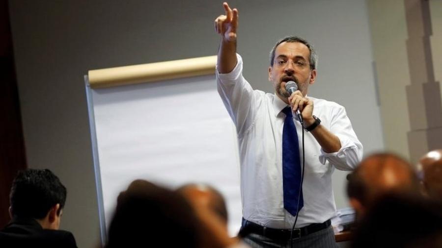 O ministro Wientraub defendeu no Senado o contingenciamento de 30% das verbas das universidades federais - Reuters