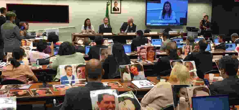 Famílias de vítimas de Brumadinho protestam em reunião de CPI - Hanrrikson de Andrade/UOL