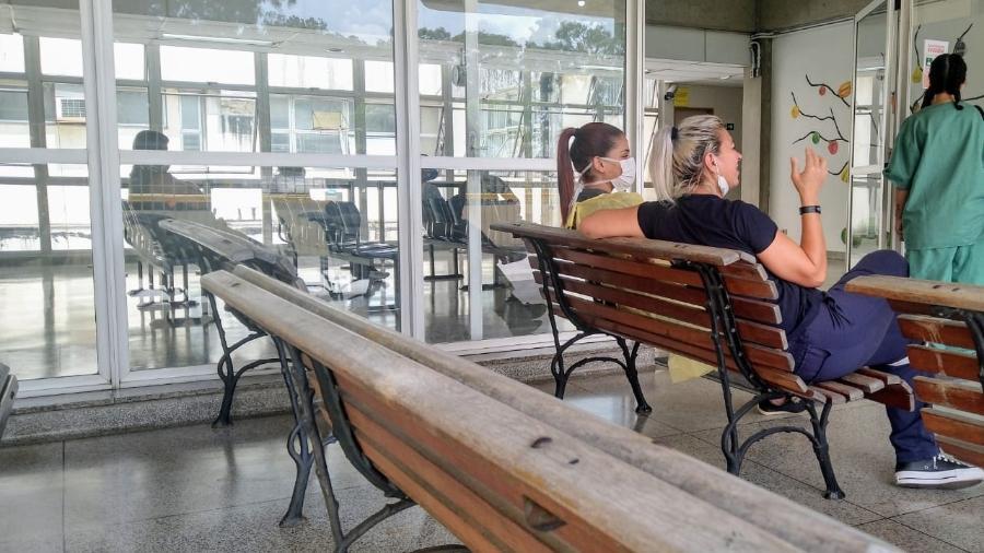 Ala separada para atendimento de síndromes respiratórias no Hospital Geral do Grajaú tem movimento tranquilo - Cleber Souza/UOL