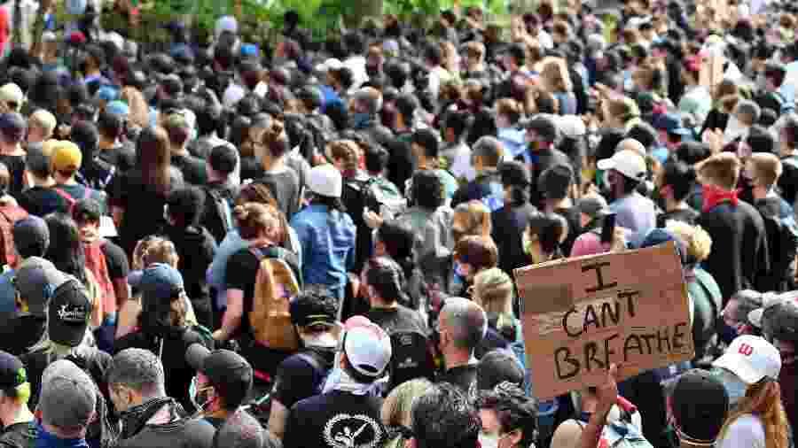 De acordo com o estudo, 64% dos adultos do país têm simpatia pelas pessoas que estão protestando - ANGELA WEISS/AFP