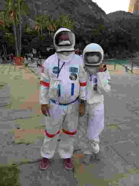 Casal de astronauta na praia - Arquivo pessoal - Arquivo pessoal