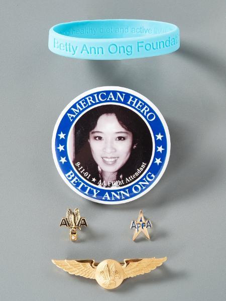 Família de aeromoça doou alfinetes de lapela para o Museu do 11 de setembro - Reprodução/9/11 Memorial & Museum - Reprodução/9/11 Memorial & Museum