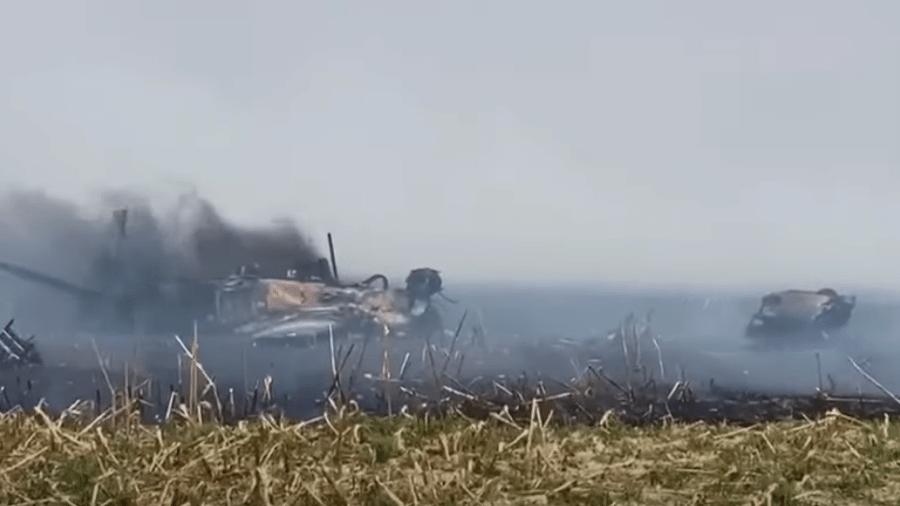 Piloto foi resgatado por helicóptero e passa bem; acidente será investigado pela Aeronáutica - Reprodução/Youtube
