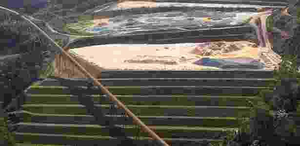 17.nov.2015 - Imagem aérea mostra barragem de Germano, da mineradora Samarco, na cidade de Mariana (MG) - Márcio Fernandes/ Estadão Conteúdo