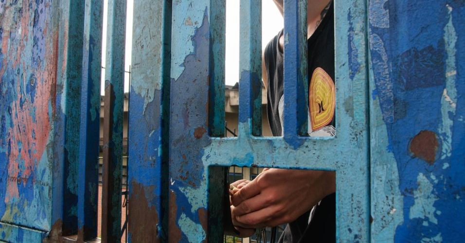 24.nov.2015 - Alunos ocupam a Escola Estadual Salim Farah Maluf, localizada rua Cristóvão de Samanca, na zona leste de São Paulo. Eles protestam contra a reorganização da rede de ensino estadual