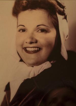 Foto sem data de Elaine Harmon, que serviu como piloto durante a Segunda Guerra Mundial e morreu em abril de 2015