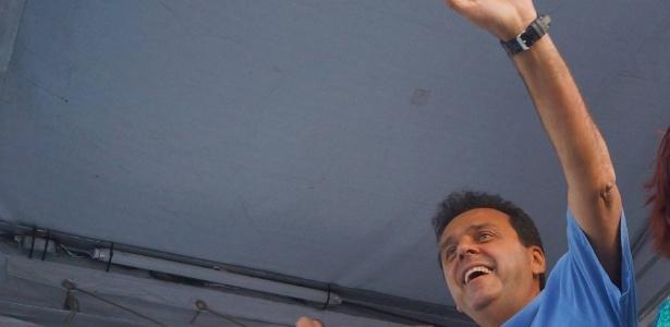 Carlos Eduardo Alves faz carreata durante campanha pela reeleição em Natal