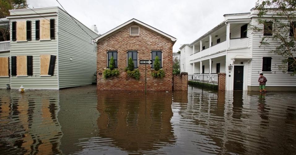 8.out.2016 - Em Charleston, na Carolina do Sul (EUA), casas foram atingidas por enchentes e alagamentos provocados pelo furacão Matthew