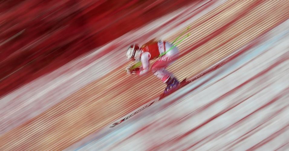 2.dez.2016 - Esquiadora americana Anna Marno treina para a Copa do Mundo FIS no Lake Louise Ski Resort em Alberta, no Canadá