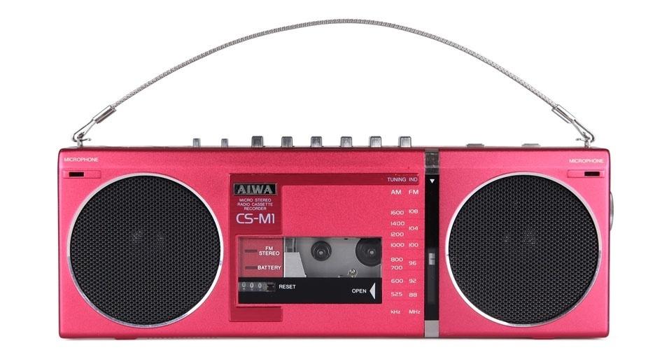 Microcassete CS-M1 da Aiwa (1982). Esse é um dos objetos extintos que integram a enciclopédia virtual criada pela startup russa Thngs para eternizar tecnologias do passado